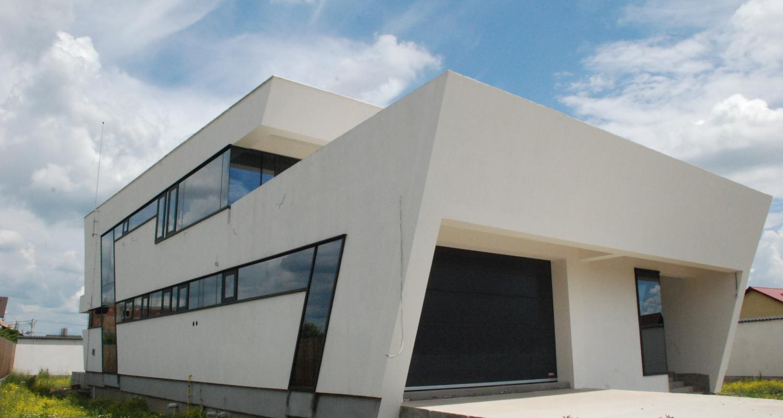 Black house insertie urbana concept design casa moderna cu atrium cod lmb bucuresti sector 2 for Casa cub moderne