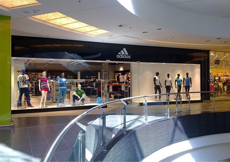 Amenajare Spatiu Comercial Adidas in Atrium Mall Arad